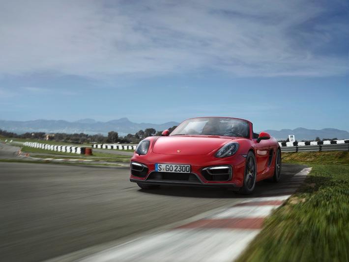 Neue Doppelspitze mit noch mehr Performance: Porsche Boxster GTS und Porsche Cayman GTS / Top-Modelle der Mittelmotor-Sportler mit stärkerem Antrieb und adaptivem Fahrwerk