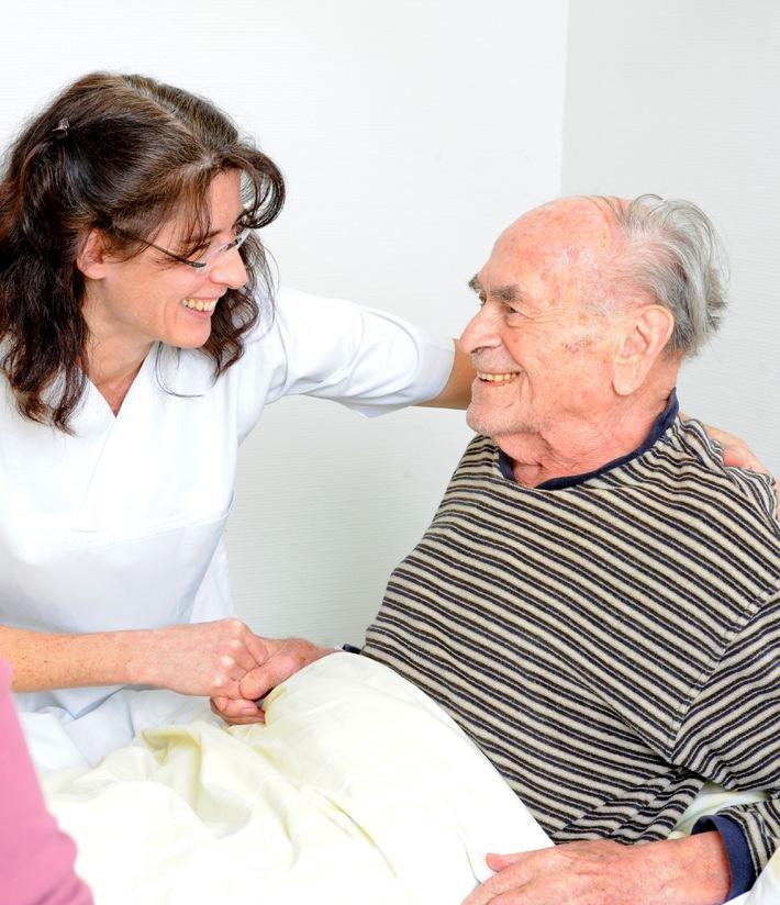 12. Mai: Internationaler Tag der Pflege - Malteser: Mehr Zuwendung in der Pflege nötig