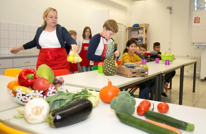 Lidl-Fruchtschule geht in die zweite Runde / Ernährungsbildung im Klassenzimmer - Bewerbungszeitraum der Lidl-Fruchtschule gestartet