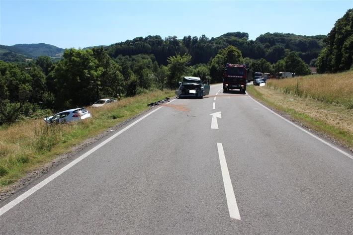 POL-PPWP: Verkehrsunfall mit 2 Schwerstverletzten