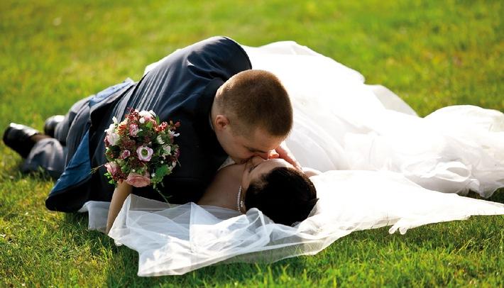 """Verliebt, verlobt, verheiratet: 33 Paare sagen im BERGERGUT ****S im Sommer wieder """"Ja, ich will!"""" - BILD"""