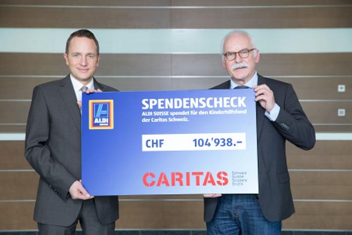 Kampf gegen Kinderarmut: ALDI SUISSE spendet Caritas rund 100'000 Schweizer Franken