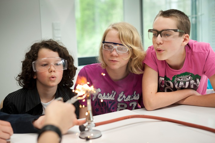 LET´S DO SCIENCE! Die Amgen Foundation fördert auch 2017 wieder die naturwissenschaftliche Ausbildung von Kindern und Jugendlichen in Deutschland