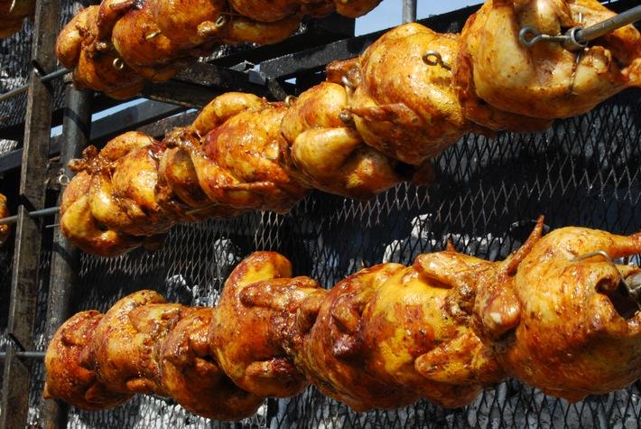 Medieneinladung der Migros: Weltrekord-Versuch im Güggeli-Grillieren