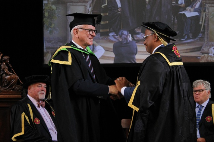 Ehrendoktor der Regent's University London für Hans-Gert Pöttering