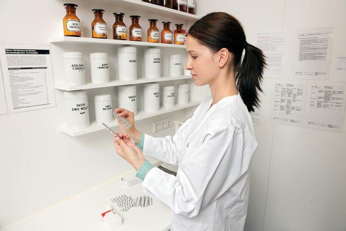 Sicherheit geht vor: Apotheker kontrollieren täglich Arzneimittel und Wirkstoffe