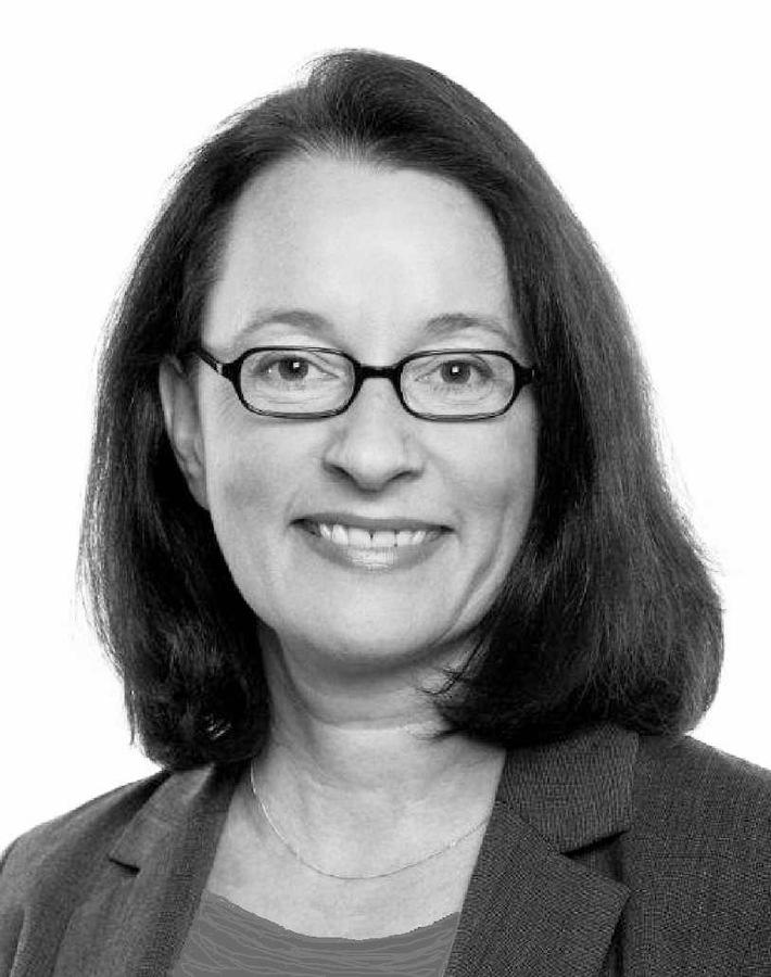 """""""Der wahrhaft Souveräne bleibt auf Augenhöhe - und lacht auch mal"""" / Kommunikationsexpertin Christiane Wettig über die Kunst der spannenden Präsentation"""