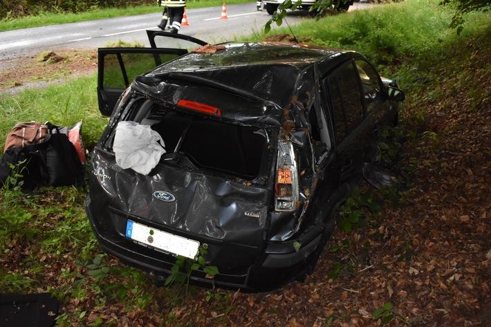 POL-HI: Mit Pkw überschlagen - junger Fahrzeugführer wird verletzt -