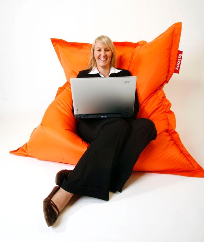 Pagare stando comodamente seduti: inizia il gioco online dell'e-fattura - in palio 10 maxi cuscini Fatboy del valore di 298 franchi cadauno