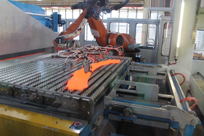 (Korrektur: Millionen-Investition in deutsches Ford-Werk: Ford plant in Saarlouis neue Pressanlagen für Leichtbauweise / Falsche Zahl im sechsten Absatz)