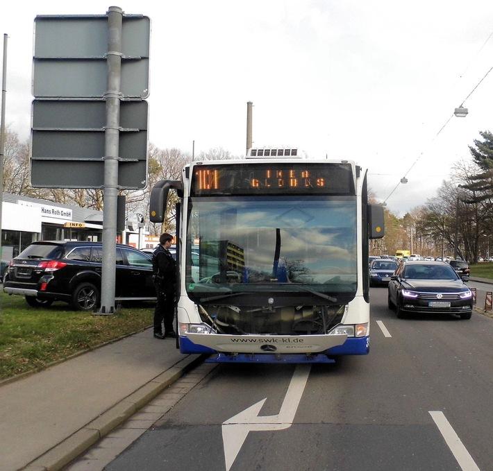 POL-PPWP: Kaiserslautern: Pkw kollidiert mit Bus