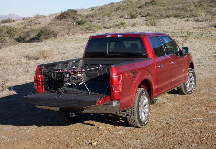Ford fördert Entwicklung von Drohnen-Fahrzeug-Konzepten für schnellere Notfallhilfe bei Katastrophen