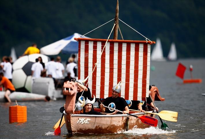13 betonkanu regatta in magdeburg dresdner team reist mit betonboot ber die elbe an. Black Bedroom Furniture Sets. Home Design Ideas
