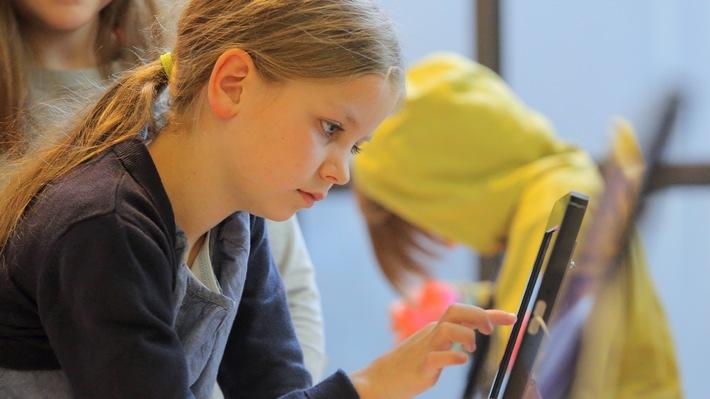 """App für kreative Kids: """"Knietzsches Geschichtenwerkstatt"""" / Vor- und Grundschüler können eigene Geschichten gestalten / App des multimedialen Schulfernsehens """"Planet Schule"""" von SWR und WDR"""