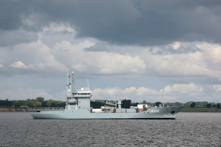 """Warnemünder Tender unter NATO-Flagge - Tender """"Donau"""" wird Flaggschiff im NATO-Verband"""