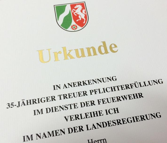 FW-E: 35 Jahre Feuerwehr-Dienst /Verleihung von Feuerwehr-Ehrenzeichen, Presseeinladung, Fototermin