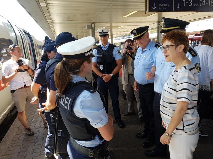 BPOL-BXB: 60 Jahre Bundesgrenzschutz / Bundespolizei im Saarland 10 Jahre Deutsch - Französische Streife im Bahnverkehr