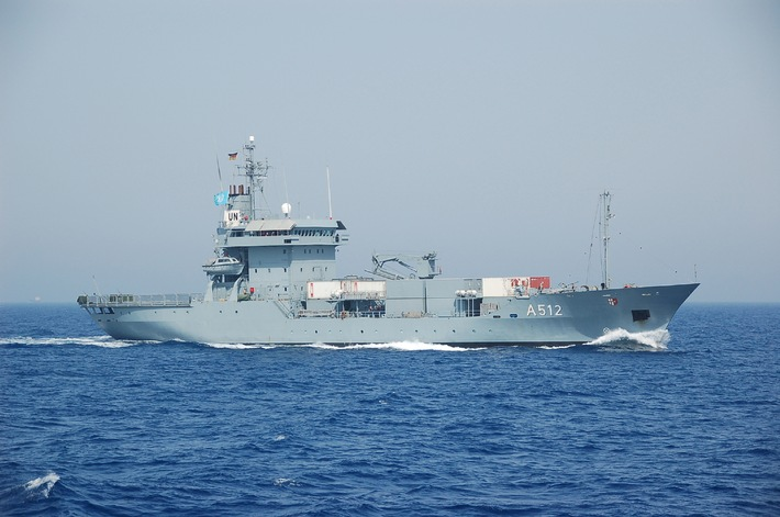 Marine - Pressemitteilung/Pressetermin: Seenotretter zeichnen mutige Marinesoldaten aus