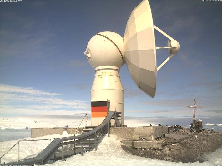 Pinguine, bitte recht freundlich! / Kältejubiläum in 2012: MOBOTIX-Kameras im 10. Jahr bei deutscher Antarktis-Forschungsstation im Einsatz (mit Bild)