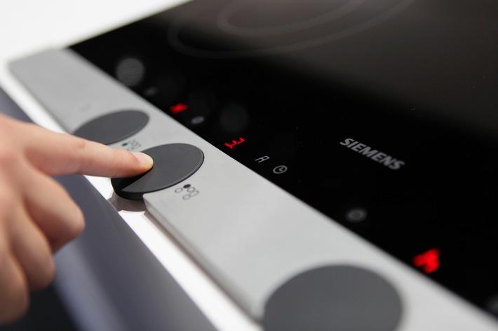 Siemens präsentiert zur Eröffnung der IFA 2009 den Drehschalter des 21. Jahrhunderts / Mit der Bedientechnologie discControl zeigt Siemens ab heute seine Weltneuheit für Kochfelder