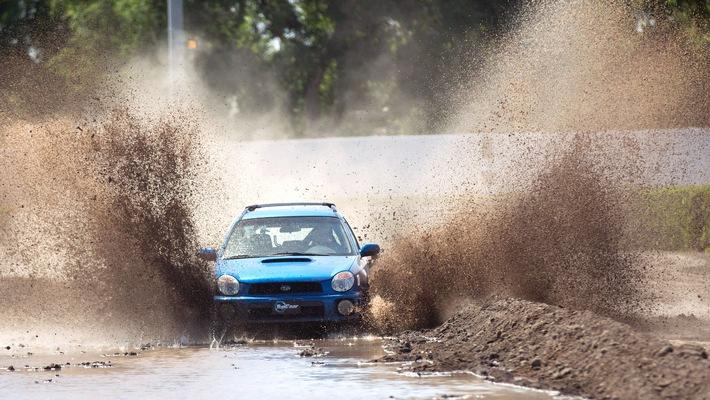 """Bremsen verboten: """"Top Gear USA"""" bringt bei RTL II alltagstaugliche Klassiker an ihre Grenzen"""