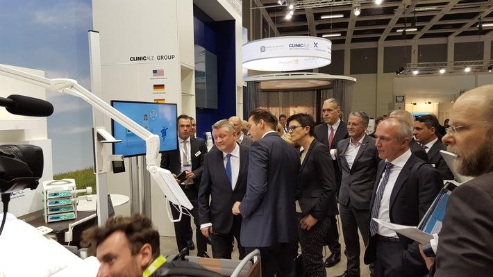 Hermann Gröhe, Bundesminister für Gesundheit besucht ClinicAll auf der conhIT in Berlin