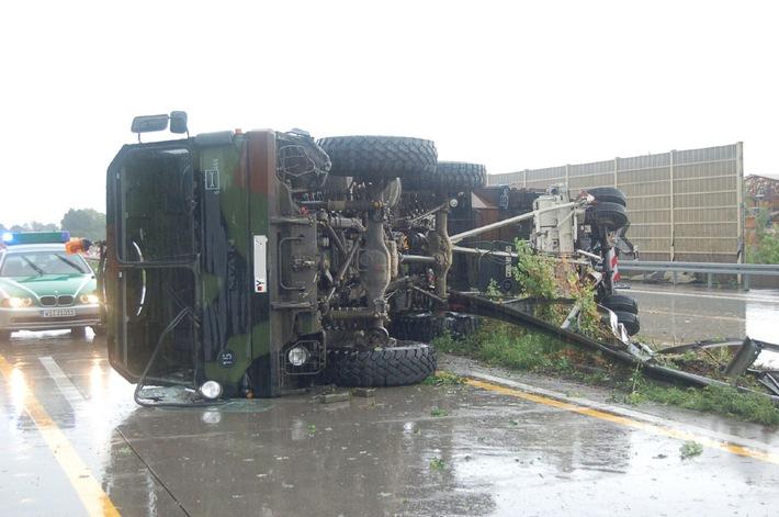 POL-DA: A 67/Groß-Gerau: Bilder von der Unfallstelle auf der A 67 bei Groß-Gerau