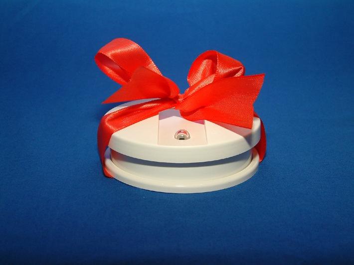 Rauchmelder als Geschenk in den Nikolausstiefel / DFV appelliert: Überraschen Sie Ihre Lieben mit einem kleinen Lebensretter