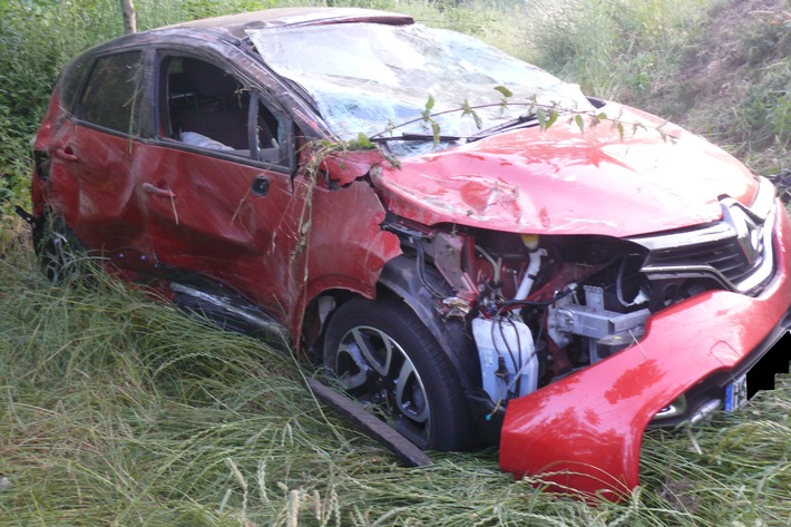 POL-DN: Pkw-Überschlag nach Verkehrsunfall