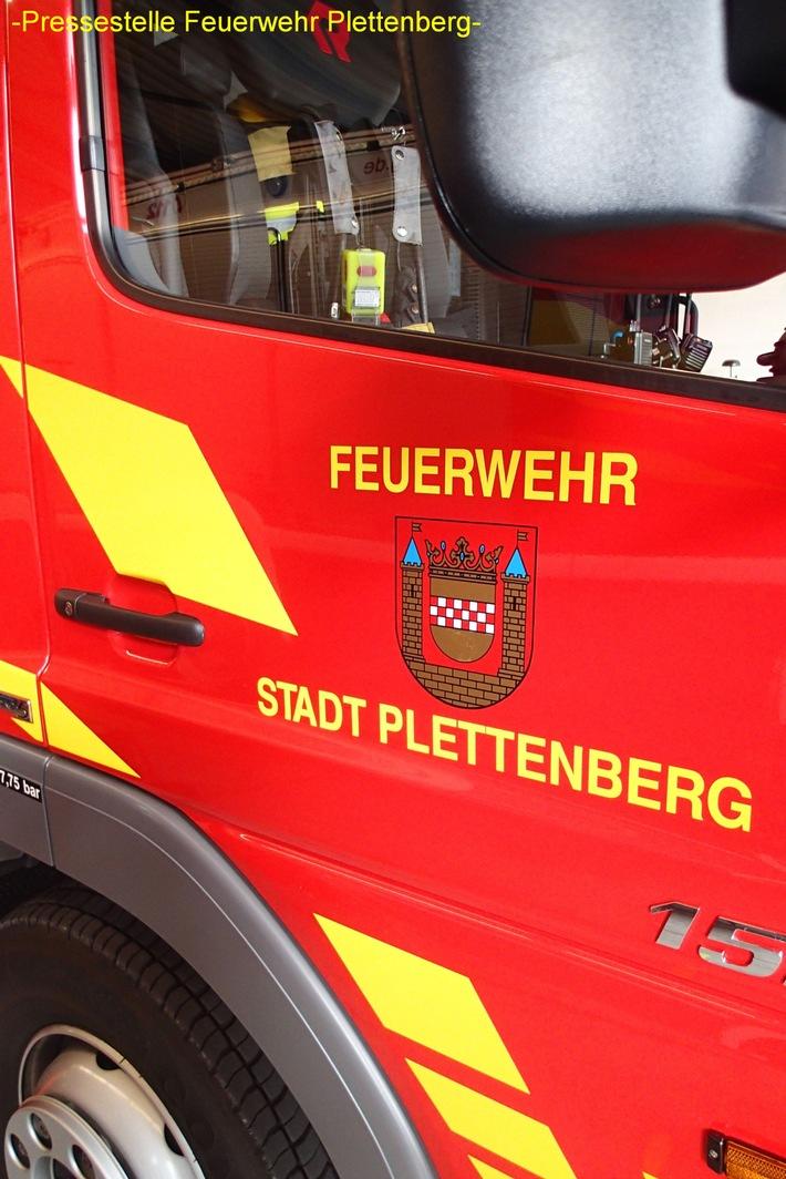 FW-PL: Erstmeldung Feuerwehr Plettenberg.Großfeuer in mehrgeschossigem Industriegebäude im OT-Stadtmitte. Sämtliche Plettenberger Löschzüge seit 01:30 Uhr im Einsatz