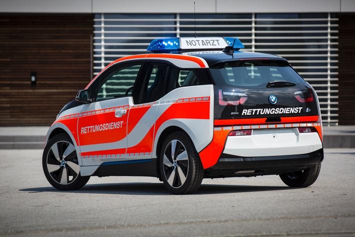 Emissionsfreier Geldtransport mit dem BMW i3 / Der rein elektrisch angetriebene BMW i3 bewährt sich außerdem als Dienstfahrzeug für Polizei, Rettungsdienste, Notärzte und Feuerwehren