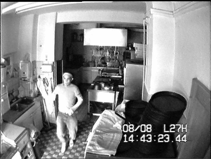 POL-SHDD: Wer kennt den unbekannten Einbrecher?