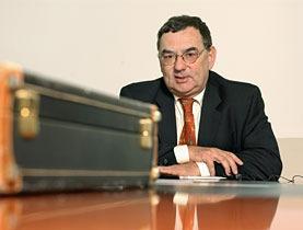 Media Service: Ambasciatore svizzero all'OMC mette in guardia da nuove forme di protezionismo (swissinfo)