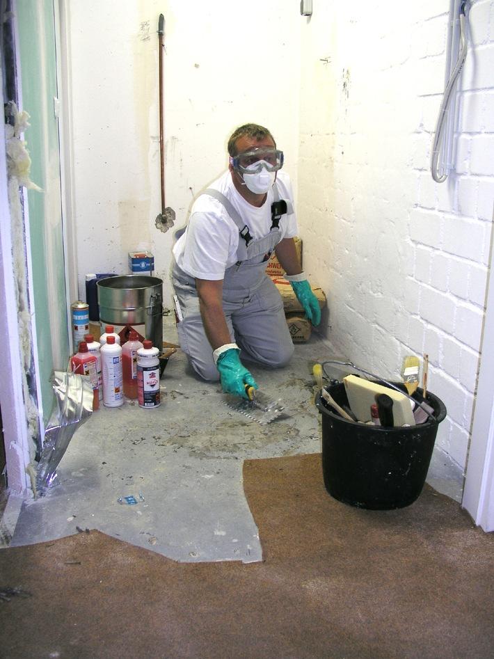 GISBAU: Service für Unternehmen (mit Bild) / Vor gefährlichen Chemikalien geschützt