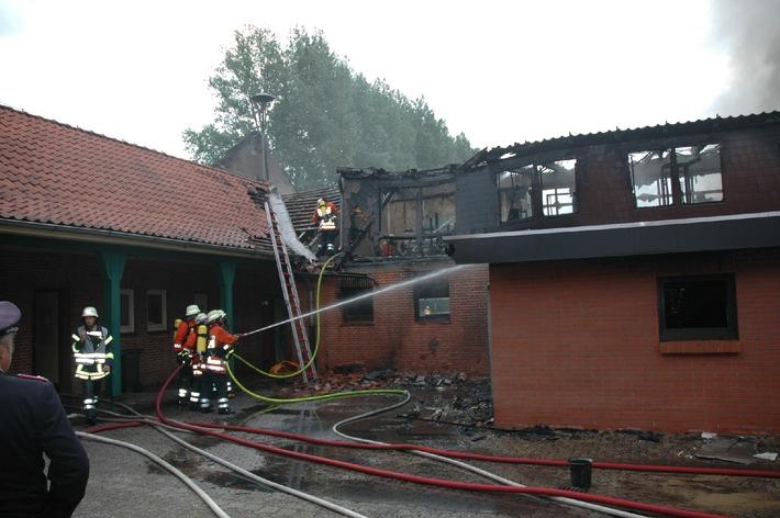 POL-CUX: Großbrand an Schulzentrum - Versicherer setzt hohe Belohnung aus Sachverständiger bestätigt: Es war Brandstiftung