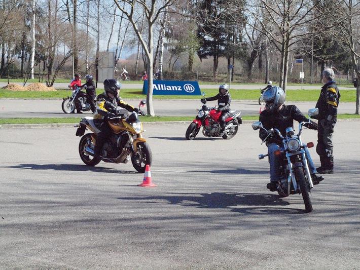 Sicher auf dem Motorrad unterwegs: Die Allianz Suisse Fahrsicherheitstrainings 2014