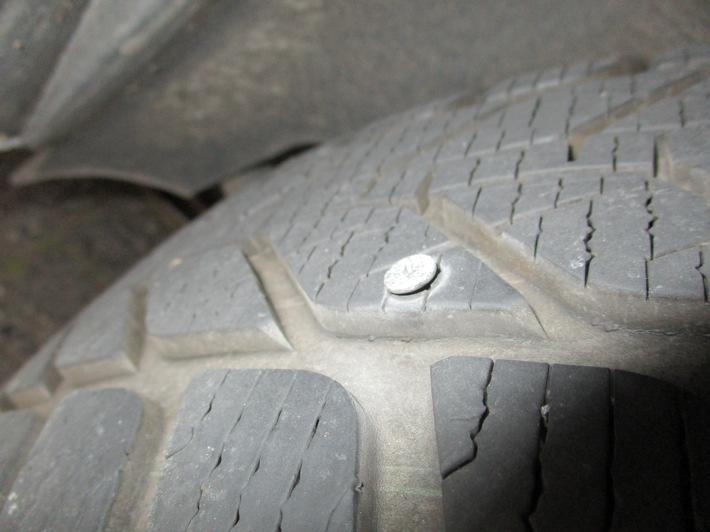 POL-HA: Gefährlicher Eingriff in den Straßenverkehr - Schrauben im Reifen