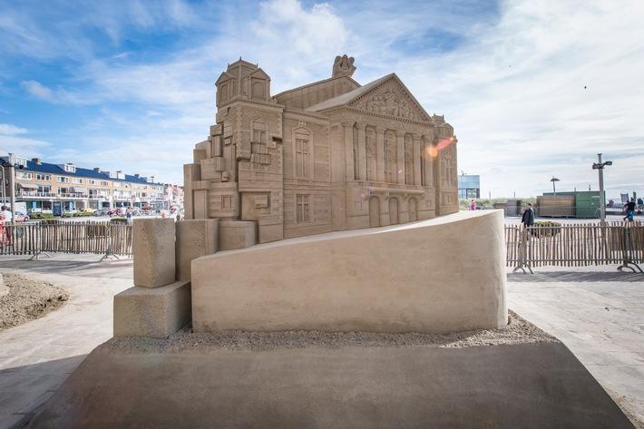 30 Tonnen Rembrandt: Sandige Kunstmeisterwerke an Hollands Küste / Sandskulpturen-EM in Zandvoort, noch bis 1. November zu besichtigen