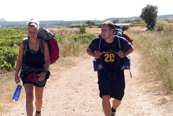 Plaudern hilft gegen Muskelkater: Charlotte und Oli auf dem Jakobsweg / Stößt Charlotte Engelhardt auf dem Jakobsweg an ihre Grenzen?
