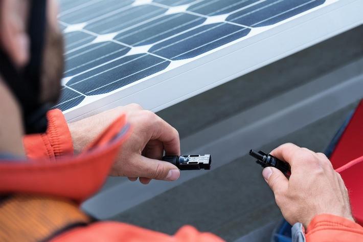 E.ON SolarProfis kooperieren mit Fraunhofer CSP / Qualitäts-Check für Photovoltaik-Anlagen erfolgreich gestartet / Fraunhofer-Center für Silizium-Photovoltaik CSP prüft Prozesskette