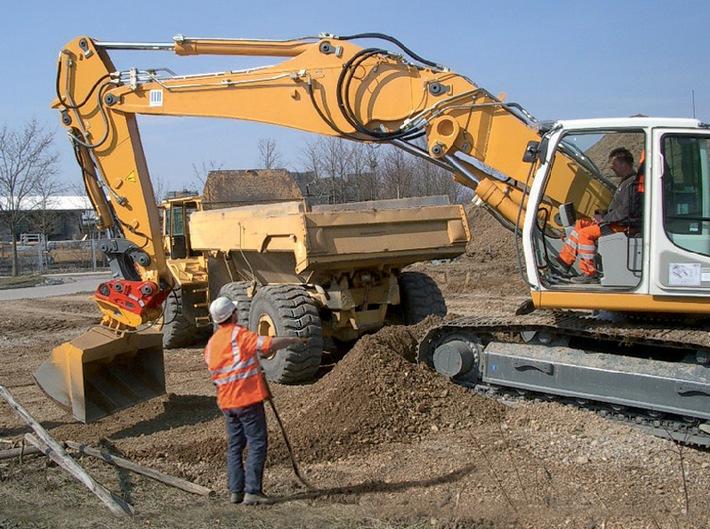 """Aktion """"Sehen und gesehen werden"""": Zahlreiche Unfälle mit Baumaschinen sind vermeidbar (mit Bild)"""