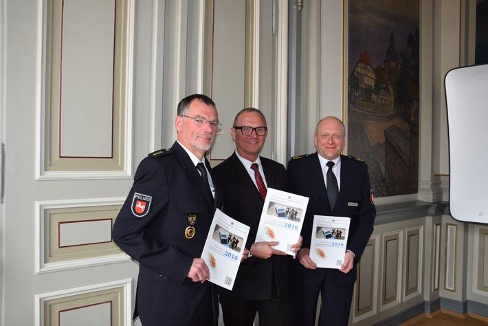 Präsentation Sicherheitsbericht: Herr Rusteberg, Herr Lührig und Herr Wiesendorf