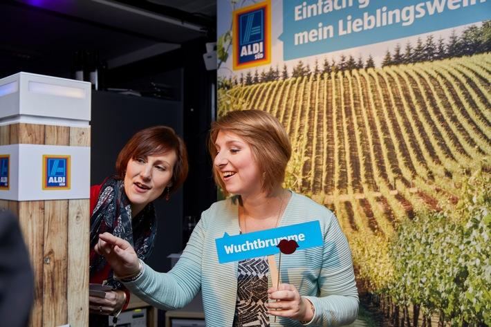"""Weltmeister-Sommelier Markus Del Monego begeistert Gäste des ALDI SÜD Pop-up-Stores """"Meine Weinwelt"""""""
