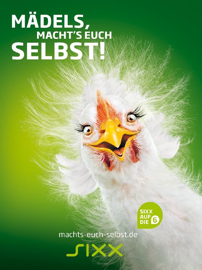 """""""Mädels, macht's Euch selbst!"""" Integrierte Tune-In-Kampagne von sixx lässt dem Huhn die Federn zu Berge stehen"""