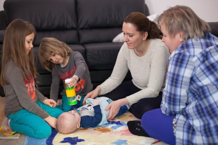 """Förderung ab Geburt: Ergebnisse der ZEPPELIN-Studie / Opfikon ist erste Zürcher Gemeinde mit """"PAT - Mit Eltern Lernen"""""""