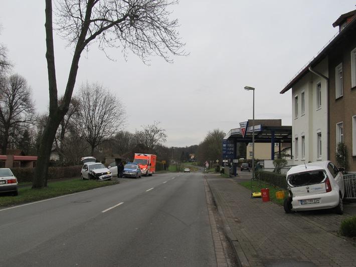 POL-HOL: Boffzen - Bahnhofstraße (L 550): Unaufmerksamkeit fordert eine verletzte Person und 30.000,-- EUR Sachschaden - Zwei PKW Totalschaden -