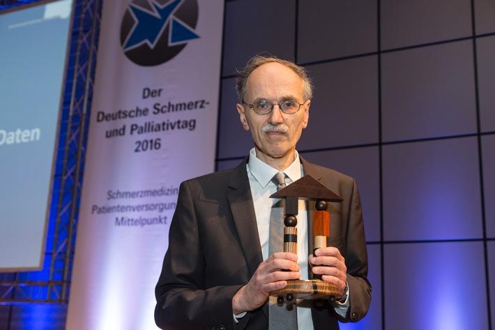 Dr. Günther Bittel mit Schmerzpreis der DGS und DSL ausgezeichnet / Bittel stiftet das Preisgeld für Gesundheitszentrum im syrischen Kobane