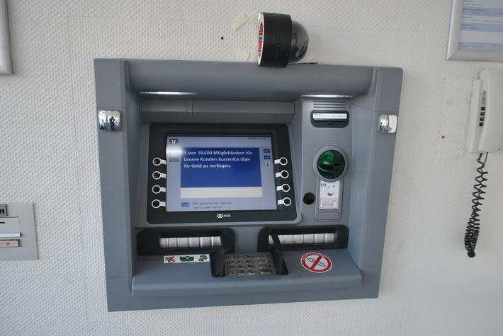 POL-REK: Manipulation an einem Geldausgabeautomaten - Brühl