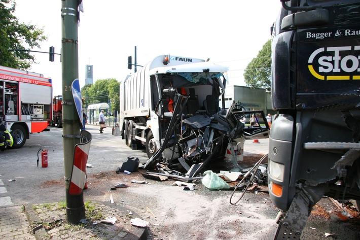FW-E: Verkehrsunfall mit zwei LKW, beide Fahrer verletzt, Foto verfügbar