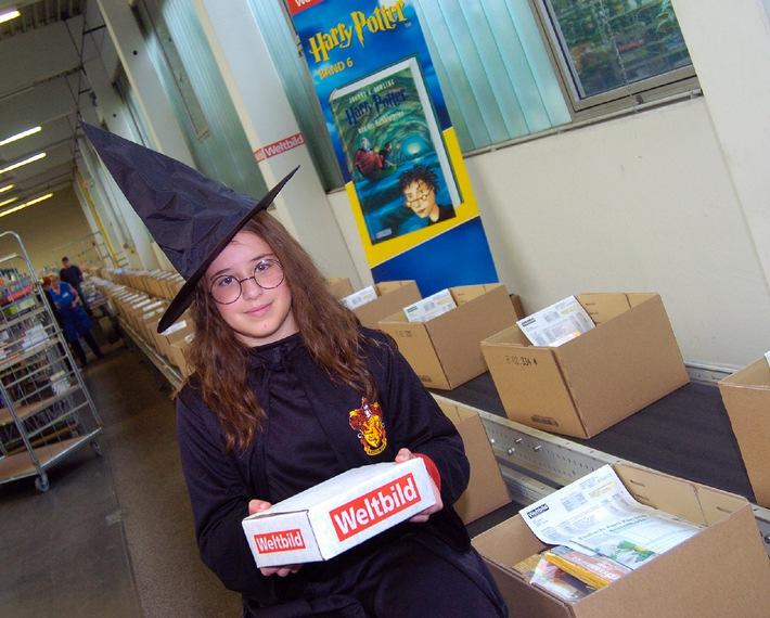 """Harry Potter Band 6 - Erstmalig Mitternachtszustellung: """"Zauber-Service"""" von Weltbild und der Schweizerischen Post"""